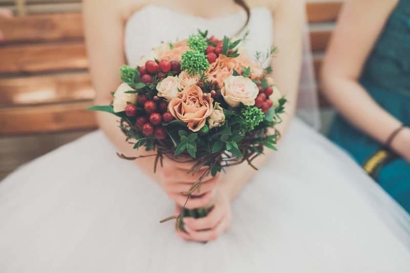 Яркие зимние букеты для невесты 15