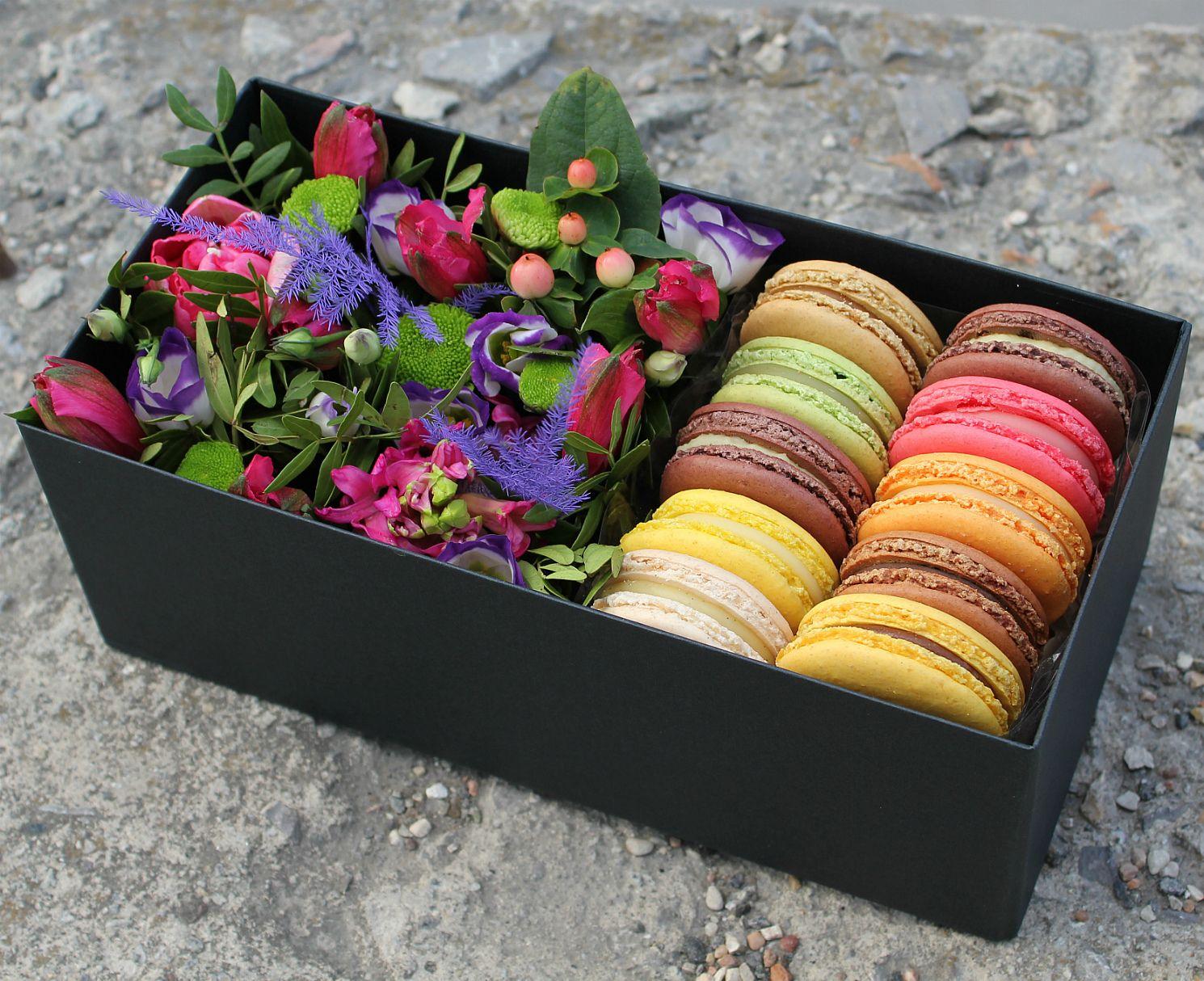 Подарок с макаронами и цветами 759