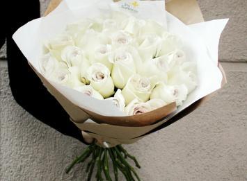 белые розы цена