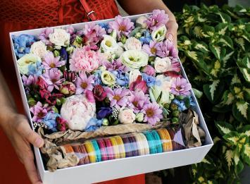 цветы и макаруны цена