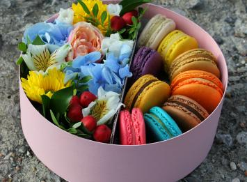 Заказать цветы в коробке в Екатеринбурге