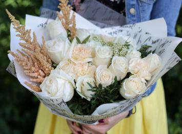 бело-кремовый букет из роз недорого