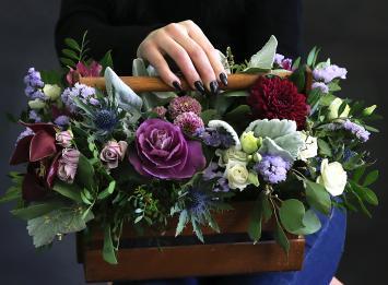 деревянные ящики с цветами ирис бурбонов сеть цветочных