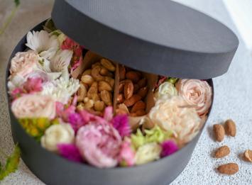 коробочка с цветами и орехами цена