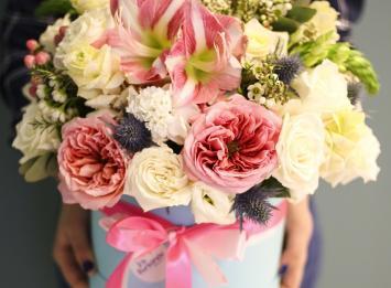 цветы в коробке цена
