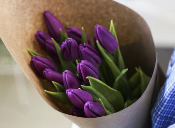 15 фиолетовых тюльпанов цена