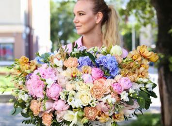 корзина с пионами и розами цена