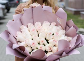 букет из 51 нежно-розововй розы цена