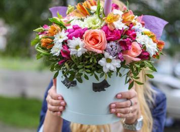 шляпная коробочка Единорог с цветами цена