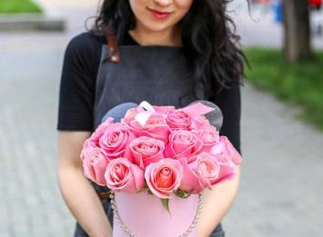 """шляпная коробочка с 25 розами """"Минни-маус"""" цена"""