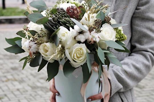 цветы в шляпной коробке цена