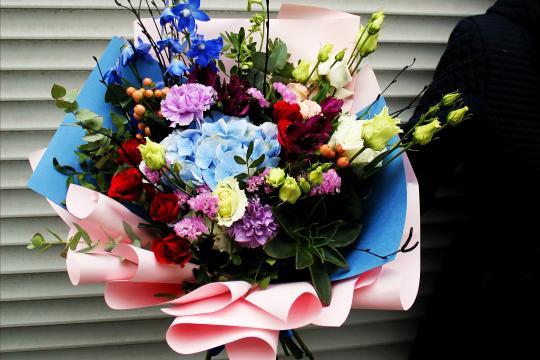 букет цветов с гортензией