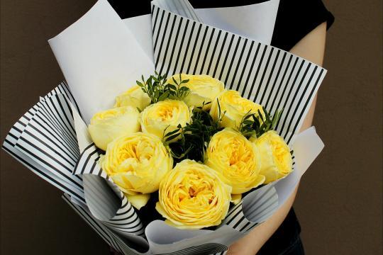 9 пионовидных роз цена