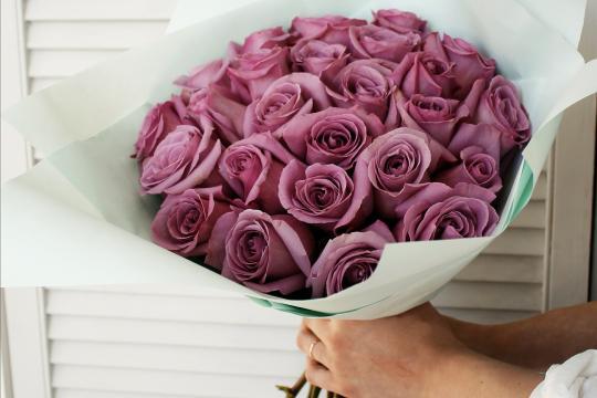 сиреневые розы цена