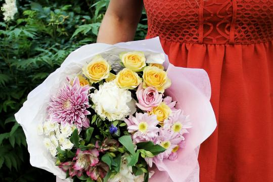 небольшой букет с хризантемами цена