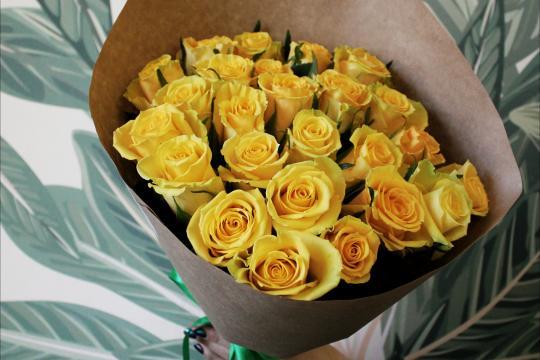 Розы в крафт бумаге