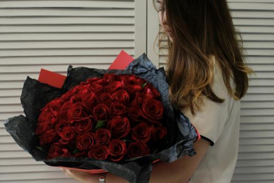 красные розы 50 см недорого