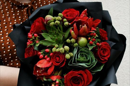 красный букет цветов недорого
