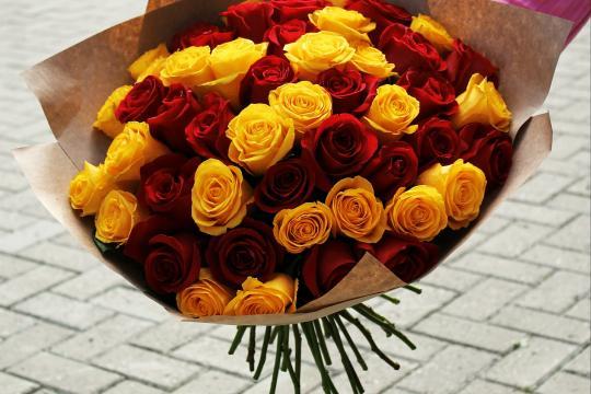 красные и желтые розы цена