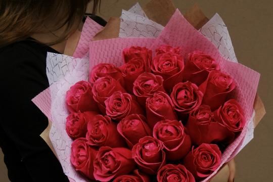 малиновые розы недорого