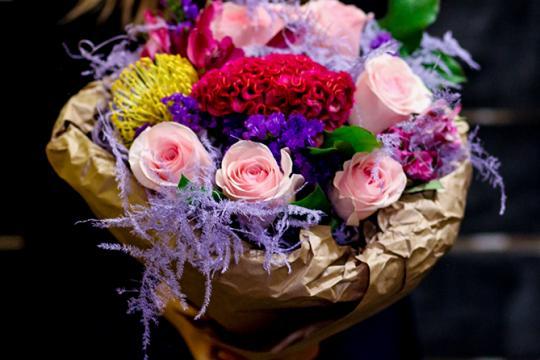 Букет из хризантем и альстромерий