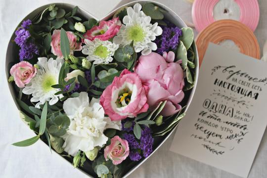 Цветы в коробке доставка в Екатеринбурге
