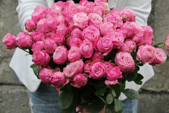 Пионовидные розы свадебный