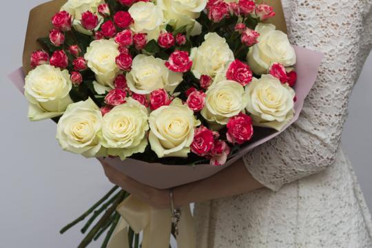 Букет из кустовых роз фото