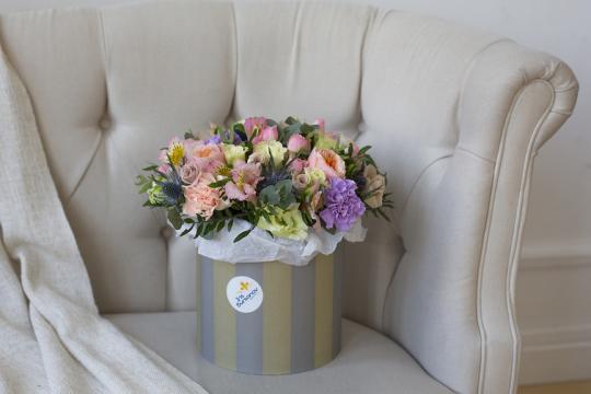 Доставка цветов в шляпных коробках