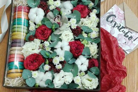 Макаруны с цветами