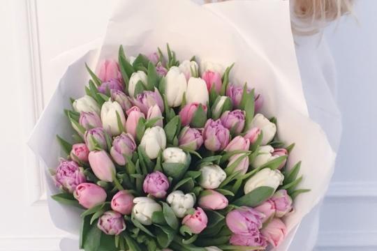 Пионовидные тюльпаны букет