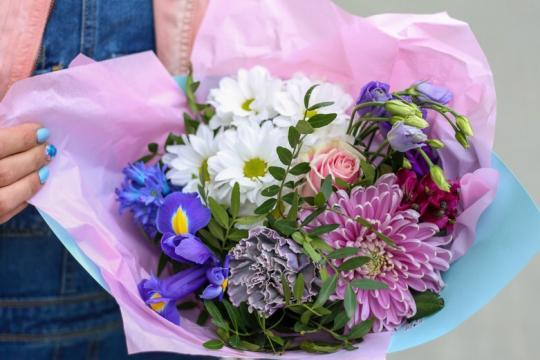 букет с хризантемой и гвоздикой цена