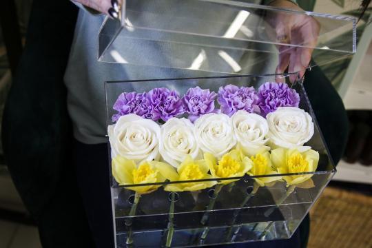 прозрачная коробочка с цветами цена