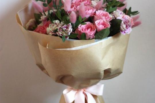 Кустовая роза и ирис букеты, букет из необычных цветов