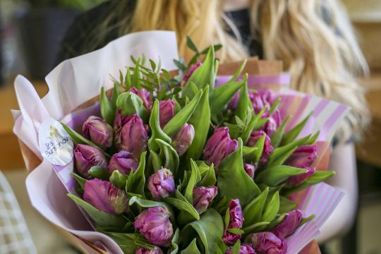 букет из 25 пионовидных тюльпанов цена
