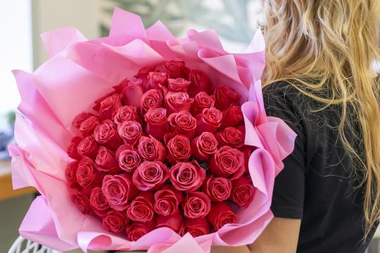 букет из 51 розы ягодного оттенка цена
