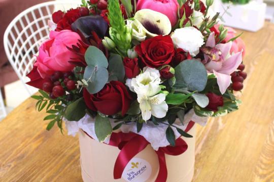 заказать шляпную коробку с цветами