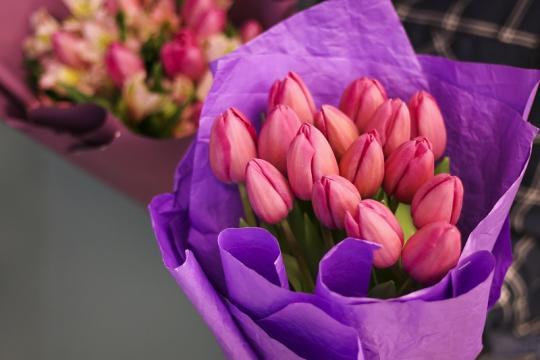 15 розовых тюльпанов цена