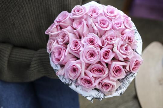25 розовых роз цена