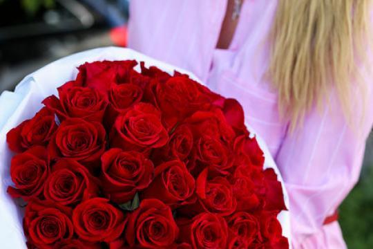 букет из 51 красной розы 50 см цена