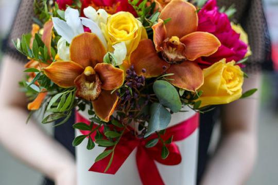 шляпная коробочка в осенней гамме с пионом и орхидеей цена