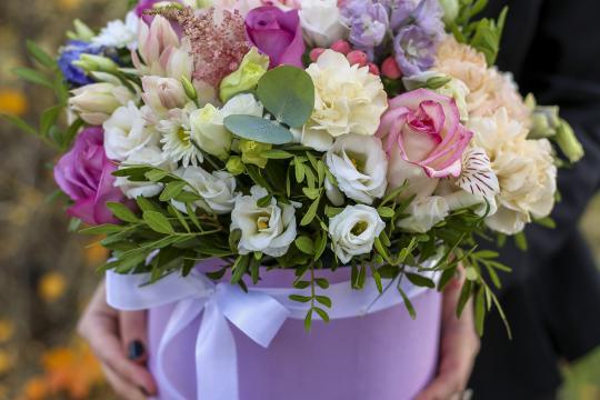 стильная шляпная коробочка с цветами цена