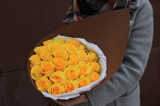 25 желтых роз цена